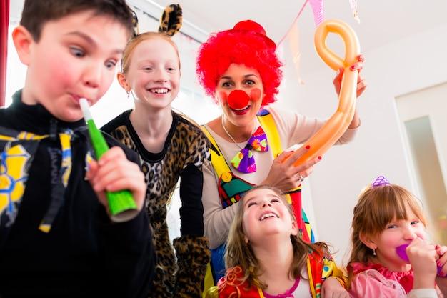 Urodziny dla dzieci z clown i dużo hałasu