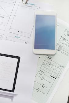 Uruchamianie business website design układu strony na papierze