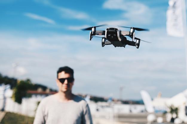 Uruchom i zobacz quadrocopter, dron
