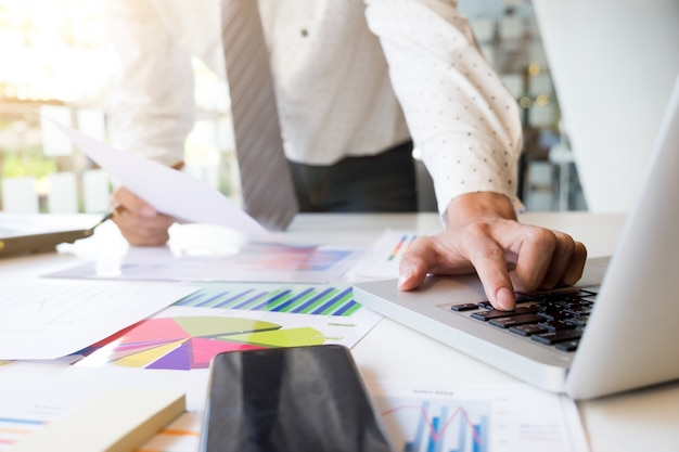 Uruchomienie biznesowej analizy rynku pracy.
