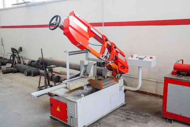 Urządzenia i maszyny do cięcia i obróbki profili metalowych