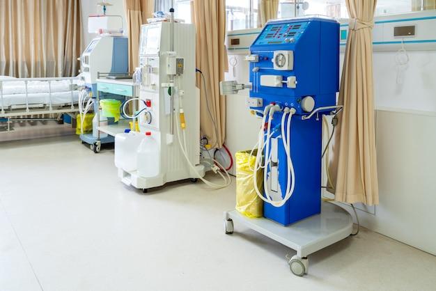 Urządzenie do hemodializy na oddziale szpitalnym.