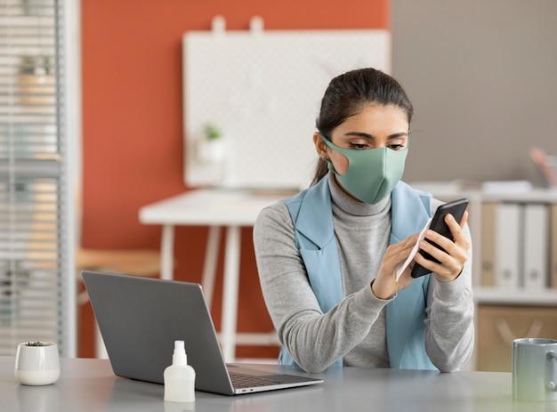 Urządzenie elektroniczne do dezynfekcji pracowników