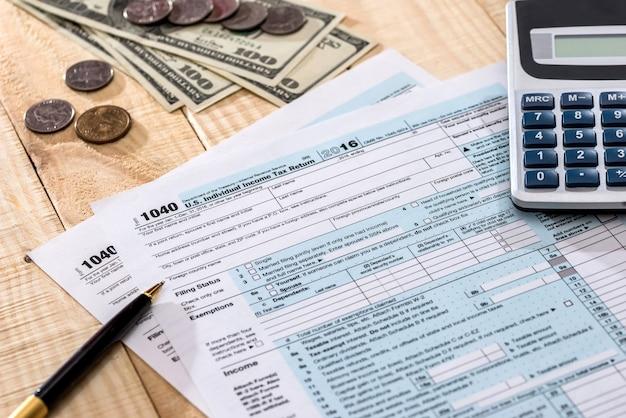 Usa wypełniając formularz podatkowy 1040