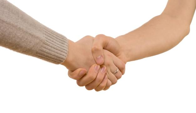 Uścisk dłoni między mężczyzną a kobietą