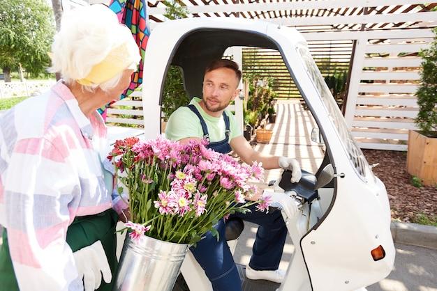Usługa dostarczania kwiatów
