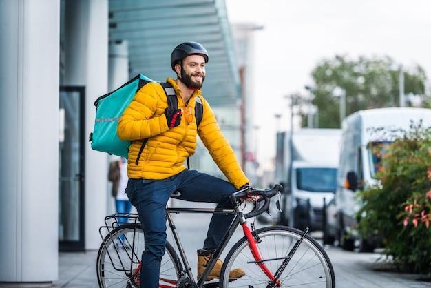 Usługa dostarczania żywności, kierowca dostarczający żywność klientom rowerem - koncepcje dotyczące transportu, dostawy żywności i technologii