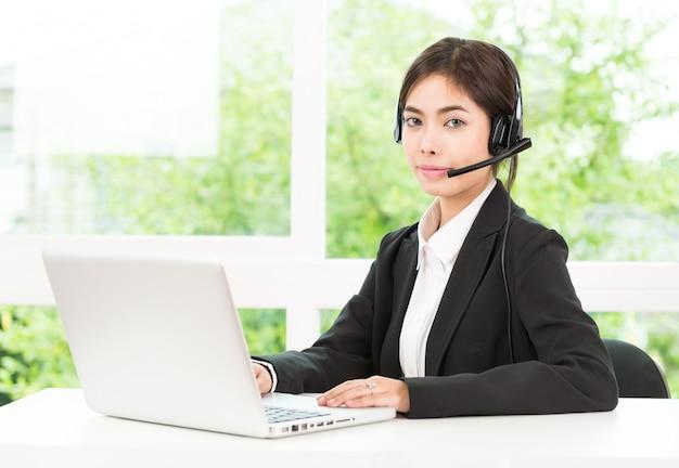 Usługa połączenia klienta z kobietą