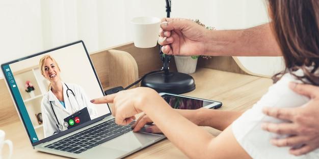 Usługa telemedycyny online dla wirtualnego czatu medycznego na temat zdrowia pacjenta