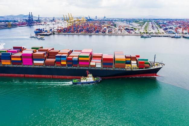 Usługi biznesowe wysyłka kontenerów towarowych import i eksport transport międzynarodowy strach oceaniczny