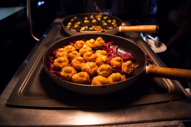 Usługi gastronomiczne dla bufetów bankietowych, przekąsek, przystawek i kanapek