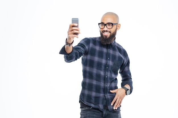 Uśmiechanie się i robienie selfie