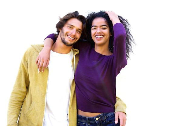 Uśmiechnięta para przeciw białemu tłu
