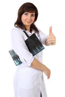 Uśmiechnięty lekarz na białym tle