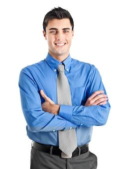 Uśmiechnięty młody biznesmen odizolowywający na bielu