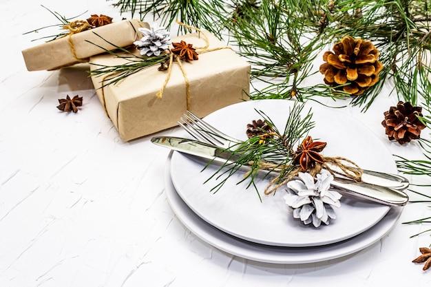 Ustawienie stołu boże narodzenie lub nowy rok.
