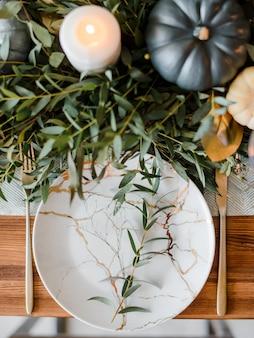 Ustawienie stołu halloween lub święto dziękczynienia