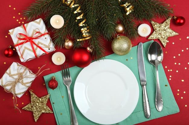Ustawienie stołu na boże narodzenie lub nowy rok świąteczny widok z góry