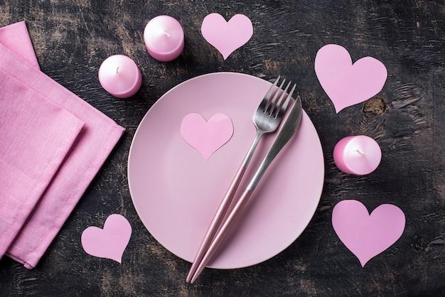Ustawienie stołu różowy walentynki