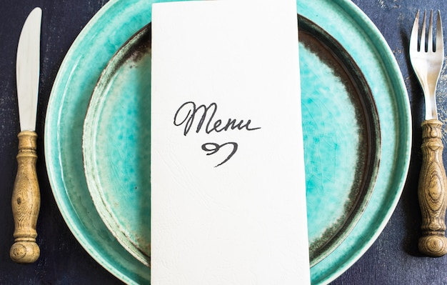 Ustawienie stołu rustykalnego z menu