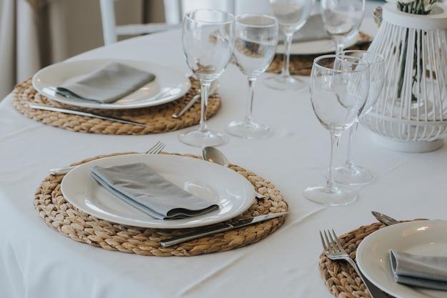 Ustawienie stołu w restauracji