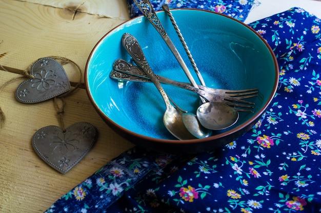 Ustawienie stołu w stylu rustykalnym