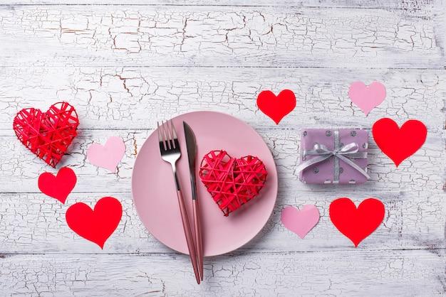 Ustawienie stołu walentynki z serca