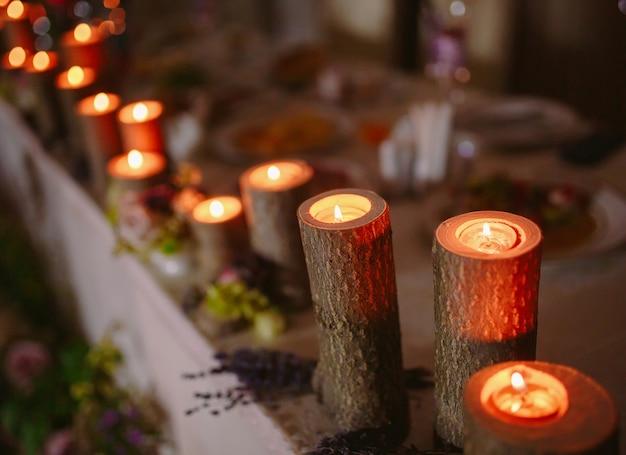 Ustawienie stołu weselnego.