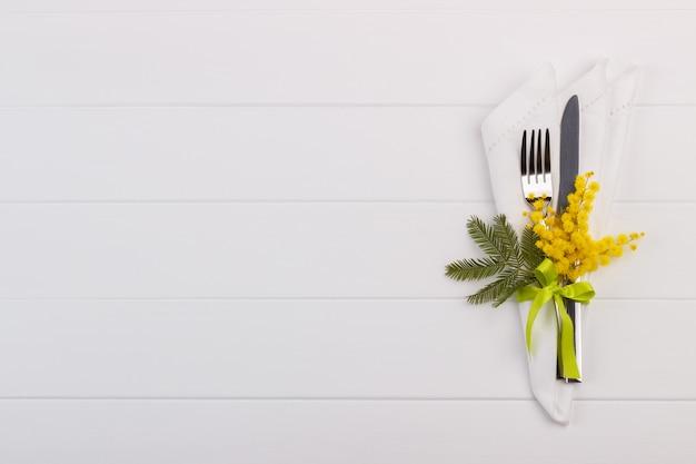 Ustawienie stołu wiosennego