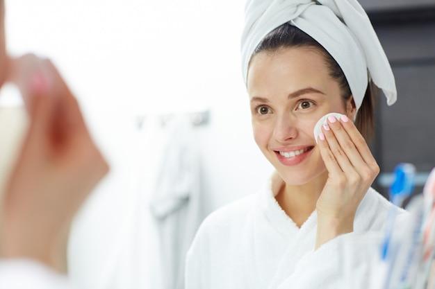Usuwanie makijażu