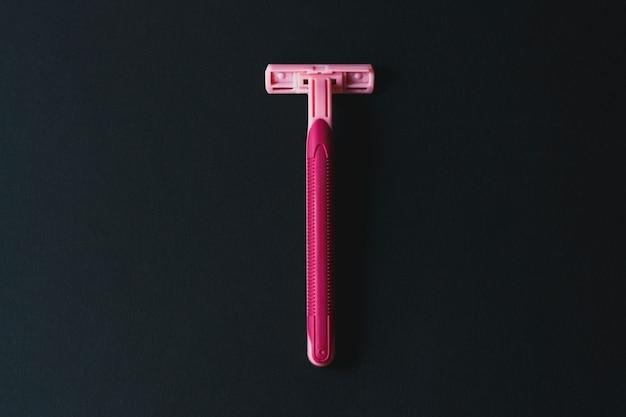 Usuwanie niechcianych włosów koncepcja jednorazowej maszynki do golenia dla kobiet