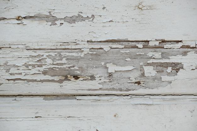 Uszkodzone drewniane ściany