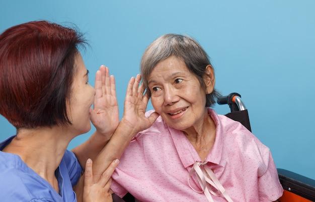 Utrata słuchu azjatyckich seniorów, niedosłyszących