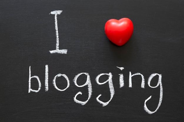 Uwielbiam blogować odręcznie na szkolnej tablicy