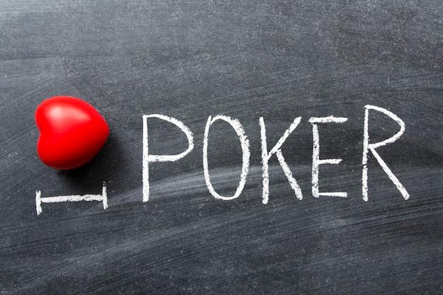 Uwielbiam pokera napisane odręcznie na szkolnej tablicy