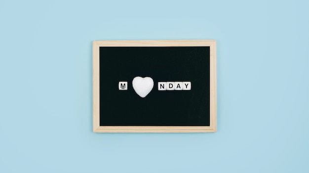 Uwielbiam poniedziałek, dzięki bogu jego koncepcja poniedziałek.