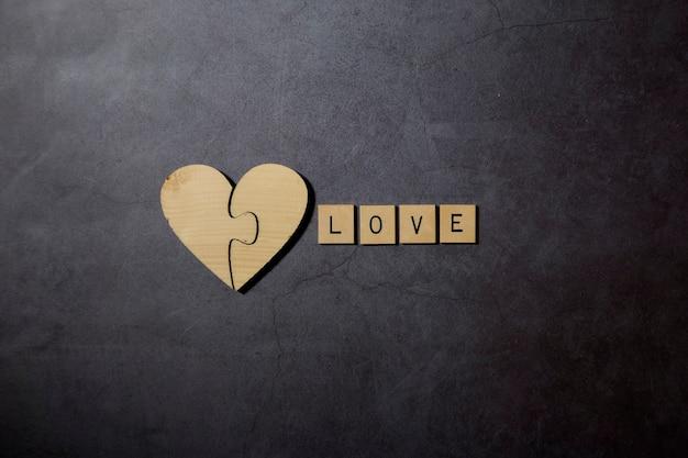Uwielbiam tekst słowo blokuje drewno z drewnianym sercem
