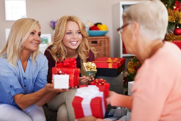 Uwielbiamy sprawiać jej przyjemność w okresie świątecznym