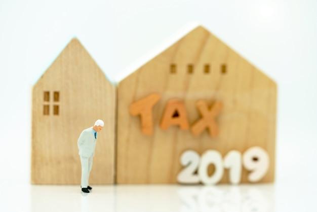 Uwolnij ludzi stojących przy domu i sformułowanie podatek 2019.