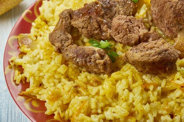 Uyghur polo , pilaw jagnięcy , kuchnia ujgurska, azja tradycyjne dania różne, widok z góry