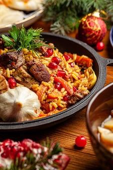 Uzbecki rodzinny stół z różnych potraw