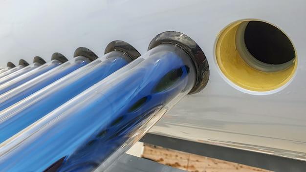Uzbrojony solarny zbiornik ciepłej wody