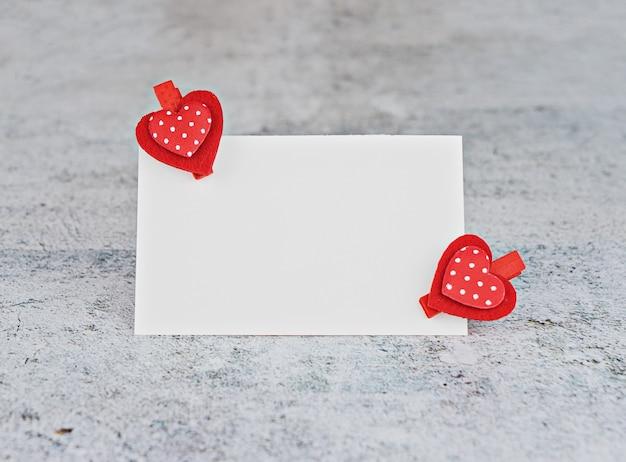 Valentine karty z czerwonym sercem