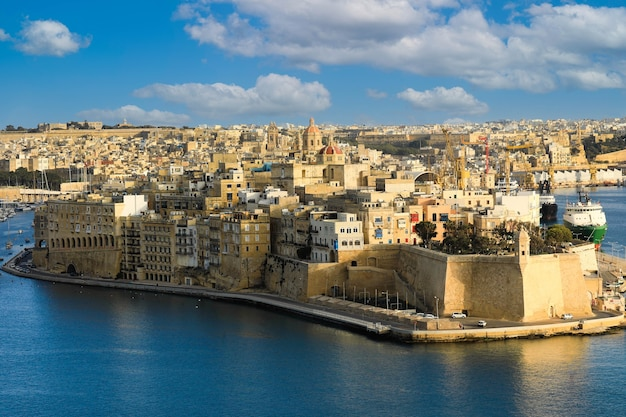 Valletta, malta. wielki widok na port, senglea z upper barrakka gardens
