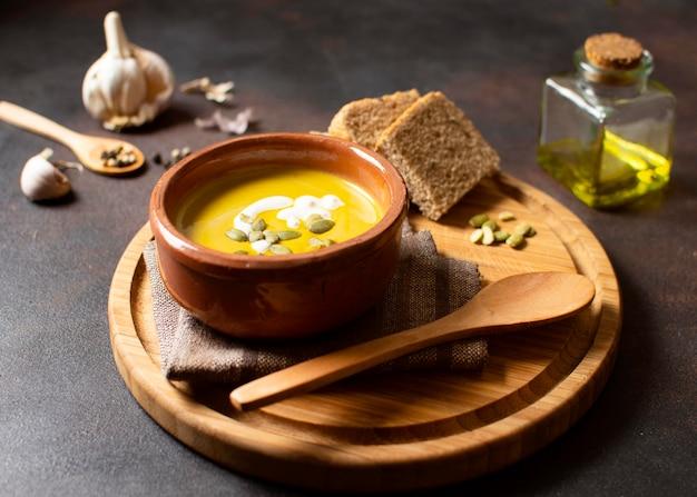 Veggies creme zupa zimowe jedzenie wysoki widok
