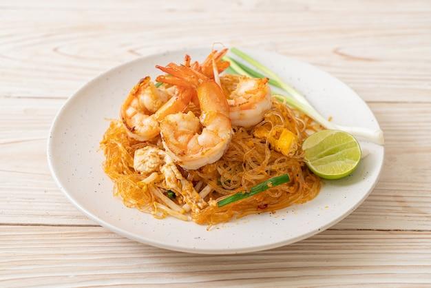 Vermicelli pad thai lub thai smażony makaron wermiszel z krewetkami