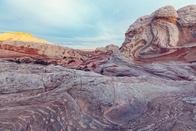 Vermilion cliffs national monument landscapes o wschodzie słońca