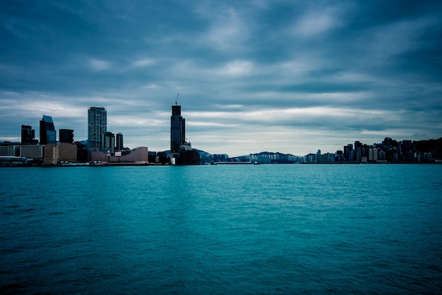 Victoria harbour w hongkongu, wieżowce, chiny