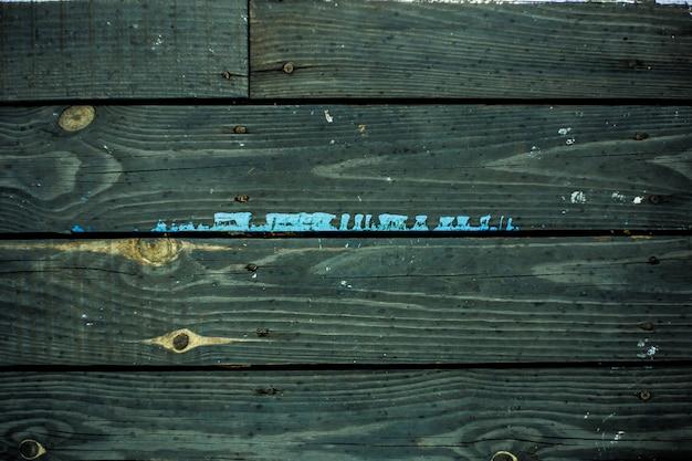 Vintage ciemna drewniana deska, farba w sprayu.