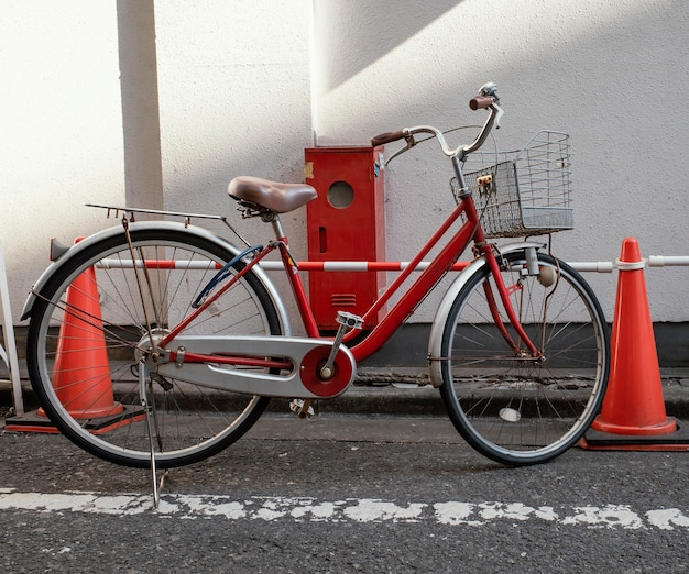 Vintage czerwony mały rower
